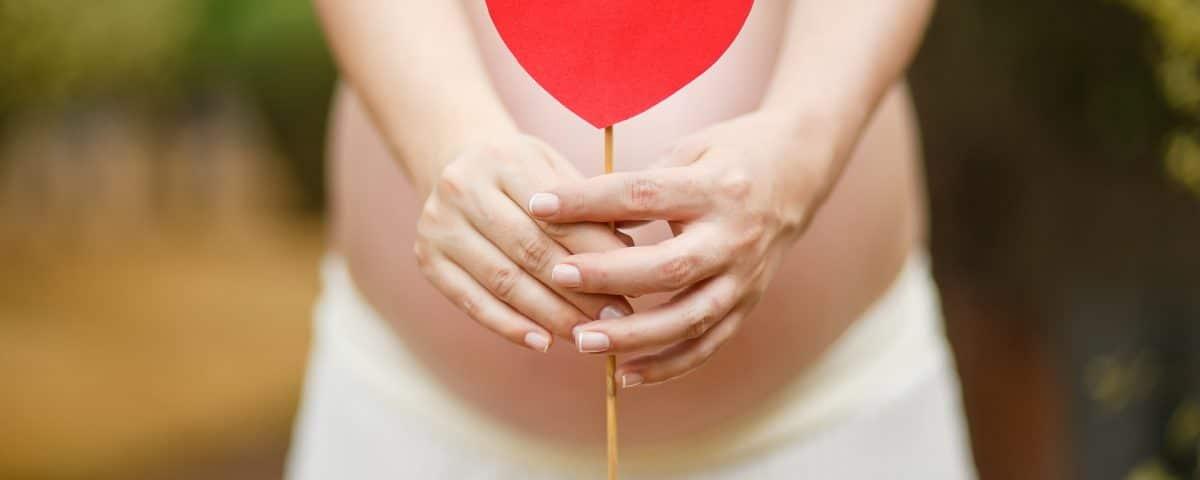 femme-enceinte-ongles